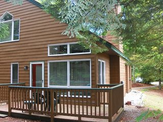 Deer Park Vacation Condo with Free Shuttle to Loon Mountain - North Woodstock vacation rentals