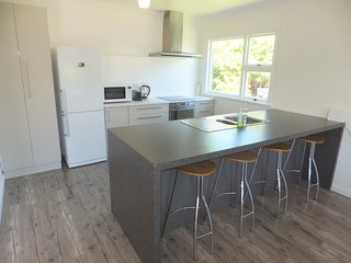 4 bedroom House with Washing Machine in Christchurch - Christchurch vacation rentals