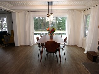 Perfect Cottage with Deck and Washing Machine - Irons vacation rentals