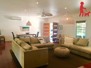 Private tropical Raffles, families/groups/weddings/pet friendly. - Tewantin vacation rentals