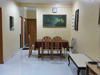 Comfortable 3 bedroom Senai Apartment with Microwave - Senai vacation rentals