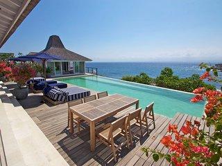 Magnificent Four Bedroom Waterfront Villa - Nusa Lembongan vacation rentals