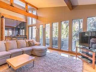 3BR, 3.5BA Roomy Vail House in Intermountain – Steps to Vail Village Bus - Vail vacation rentals