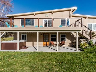Spacious lakeview home w/ hot tub - walk to town and Lake Chelan! - Manson vacation rentals