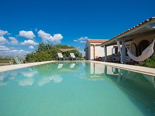 Cozy 3 bedroom Marinella di Selinunte Villa with Central Heating - Marinella di Selinunte vacation rentals
