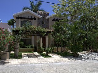 Luxury House 8 pax, P. Aventuras Golf, by KVR - Puerto Aventuras vacation rentals