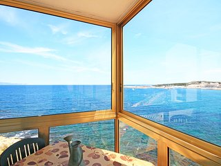 Penthouse in first sea line with pool and parking - L'Escala vacation rentals
