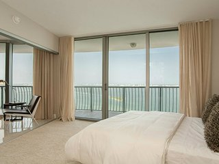 Amazing Waterfront 2 Bed 2 Bath Incredible Bay View 1OH2CHZA - Miami vacation rentals
