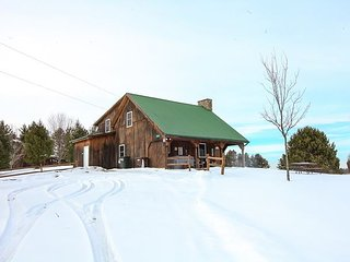 Beautiful 3 bedroom McArthur Cabin with A/C - McArthur vacation rentals