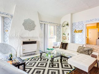 Winter Special !  Stunning 2 Bed close to Universal Studios & Hollywood Bowl - West Hollywood vacation rentals