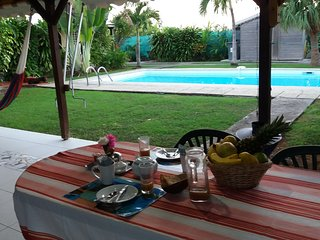 studio Padjambel Gîtes Kaladja Port-Louis piscine, jardin tropical ,10 mn plage - Port-Louis vacation rentals