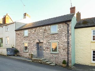 MILK WOOD COTTAGE, woodburner, terraced garden in Laugharne, Ref 927579 - Laugharne vacation rentals