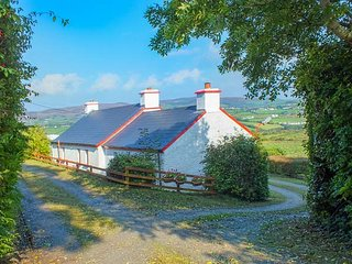 COOLEY COTTAGE, all ground floor, open fire, open plan living, Moville, Ref 943611 - Moville vacation rentals