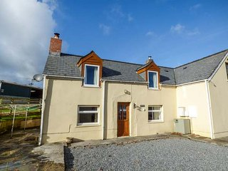 FERN VILLA semi-detached farmhouse, enclosed garden, pet-friendly, WiFi, Amroth, Ref 947426 - Amroth vacation rentals