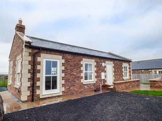 WEST GATE, all ground floor, open plan, woodburner, hot tub, Embleton, Ref 947951 - Embleton vacation rentals