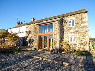 THE BARN, barn-conversion, countryside views, WiFi, Sky Sports, Sedbergh, Ref 948409 - Sedbergh vacation rentals