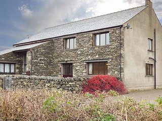 GREEN HILLS FARM, on working farm, flexible bedrooms, WiFi, Ulverston, Ref 948659 - Ulverston vacation rentals