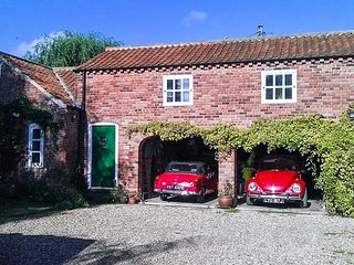BERRY BARN, barn conversion, upside down, pet-friendly, enclosed patio, WiFi - Mablethorpe vacation rentals