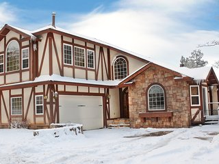 Spacious luxury cabin. Spa, pool table, air hockey - City of Big Bear Lake vacation rentals