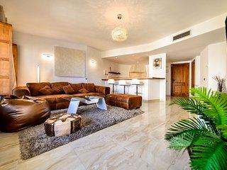 Beautiful 2 bedroom Punta Prima Es Apartment with Internet Access - Punta Prima Es vacation rentals