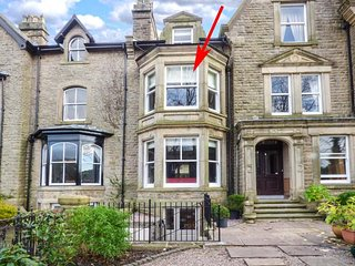 SPA HOUSE, historic townhouse, six bedrooms, media room, WiFi, Netflix, pet-friendly, off road parking, in Buxton, Ref 933863 - Buxton vacation rentals