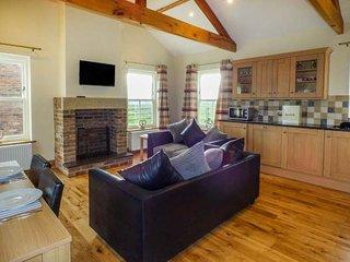 BANK TOP COTTAGE, open plan living, all ground floor, woodburner, hot tub, Embleton, Ref 949760 - Embleton vacation rentals
