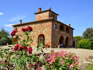 Comfortable 6 bedroom House in Lucignano with Internet Access - Lucignano vacation rentals