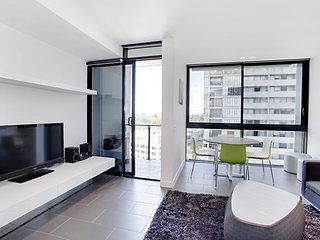 Elm 1 bedroom Apts +foxtel+internet - Melbourne vacation rentals