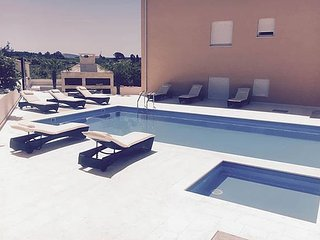 Marino Z11 ap. for 8 people with a pool - Novalja vacation rentals