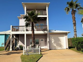 307RD:Beautiful 4 bdrm home close to beach spectacular Gulf Views Sleeps 10 + - Port Aransas vacation rentals
