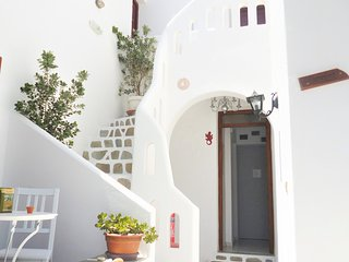 Cosy studio 2 people at Parikia, 150 meters from the beach of Livadia - Parikia vacation rentals