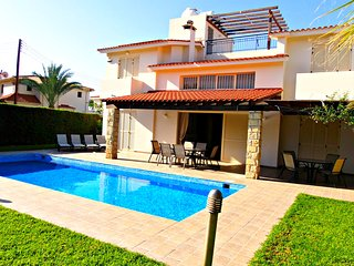 Luxury Detached Villa - 5 minutes walk to Sandy Beach - Large Private Pool -Wifi - Chlorakas vacation rentals