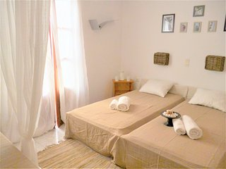 Cosy studio 2 people with balcony, 150 meters from the beach of Livadia - Parikia vacation rentals