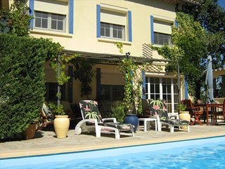Charming garden apartment with your own pool between AVIGNON, ORANGE and UZES. - Laudun vacation rentals