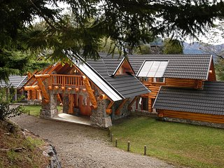 AMAZING 4 BEDROOM CHALET IN VILLA TRAFUL (VT1) - Villa Traful vacation rentals