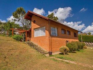 Casa grande com muito espaço externo e linda vista! - Monte Verde vacation rentals