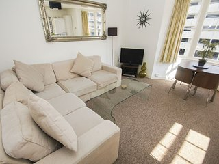 Bright 1 bedroom Condo in Brighton with Washing Machine - Brighton vacation rentals