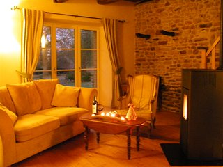Autumn colours, country walks, charming, cosy cottage, nr Dinan, St Malo - Pleudihen-sur-Rance vacation rentals