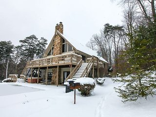 Fireside Lodge | Hocking Hills - Logan vacation rentals
