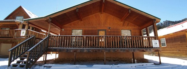 Hatties Place - Single-level Home in Tenderfoot, Large Covered Porch, Satellite TV, Washer/Dryer - Image 1 - Red River - rentals
