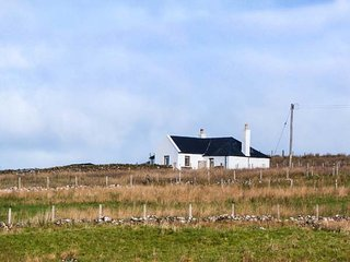 BOTHAN AONGHAIS, character, isolated, woodburning stove near Uig, Ref 926369 - Uig vacation rentals
