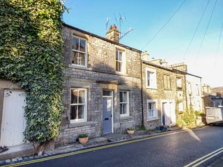 HONEY COTTAGE, centrally located, woodburning stove, WiFi in Kirkby Lonsdale, Ref 937306 - Kirkby Lonsdale vacation rentals