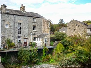 BRIDGE END COTTAGE, river views, pet-friendly, WiFi, parking, Ingleton, Ref 944860 - Ingleton vacation rentals
