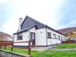 TY MADOG, detached, woodburner, all ground floor, WiFi, pet-friendly, nr Rhayader, Ref 946407 - Rhayader vacation rentals