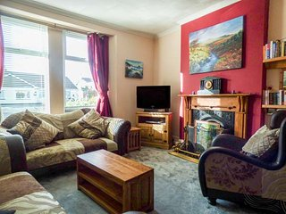 1 PENGELLY, open fire, conservatory, close to coast, Delabole, Ref 945250 - Delabole vacation rentals