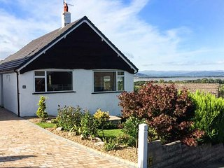 FELL VIEW, detached, single-storey cottage, woodburner, off road parking, WiFi - Arnside vacation rentals