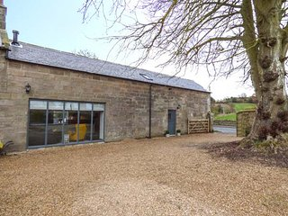 CHESTNUT BARN, luxurious, stunning views, woodburning stove in Aislaby, Ref 941665 - Aislaby vacation rentals