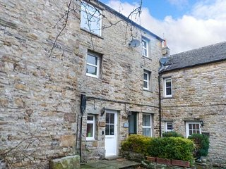 CHAPEL HOUSE, over three floors, open fire, character in Hawes, Ref 944506 - Hawes vacation rentals