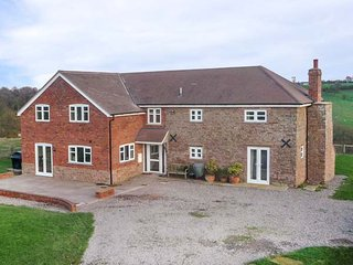 WOOD COTTAGE, electric stove, lawned garden, countryside views, Tenbury Wells, Ref 947006 - Tenbury Wells vacation rentals