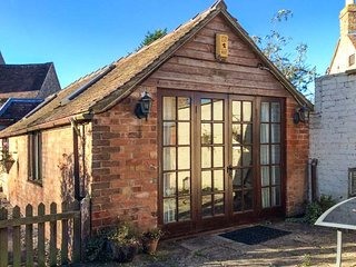 APPLE TREE COTTAGE, all ground floor, pet-friendly, close to river and pub, Frampton on Severn, Ref 947061 - Frampton on Severn vacation rentals